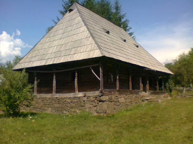 Casa veche lemn