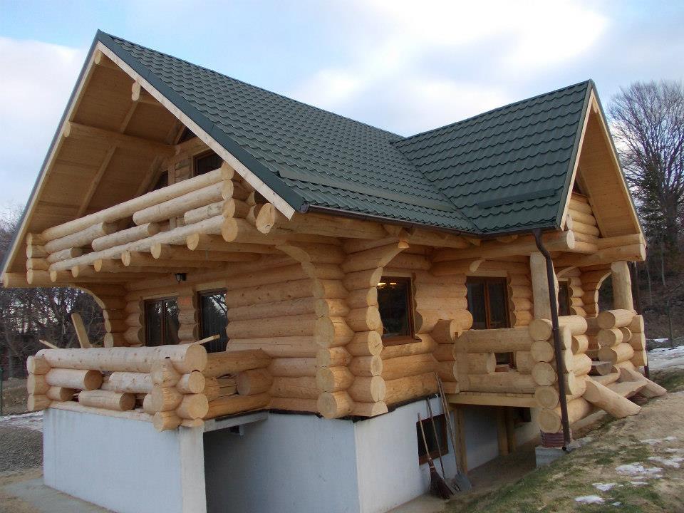 poze case lemn rotund