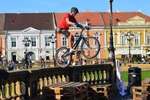 biciclisti piata unirii