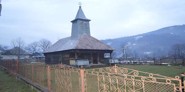 poze biserica veche oblaz