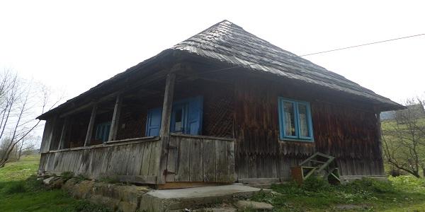 case vechi din lemn zona maramures zambesc