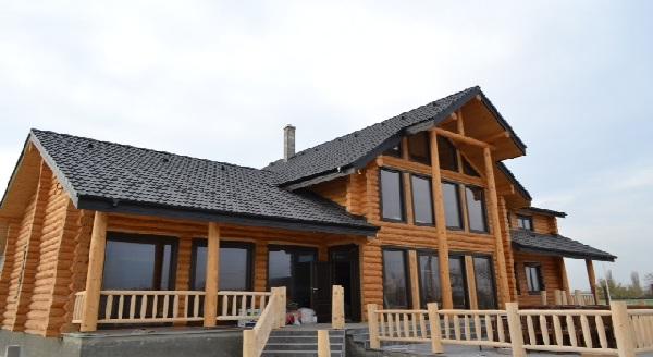 case de lemn rotund