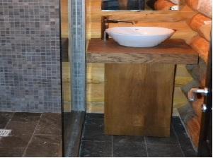 interior baie casa lemn