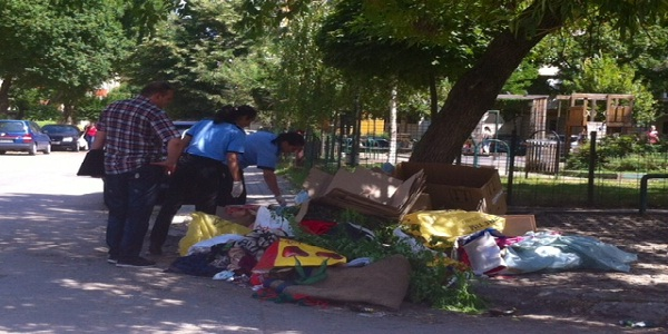 politi locala cautand prin gunoi