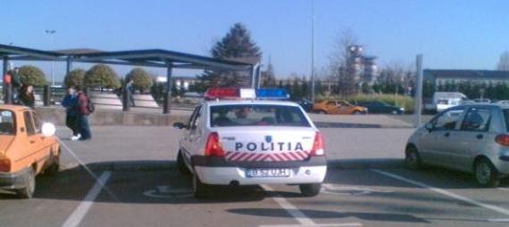 masina de politie pe 2 locuri cu handicap